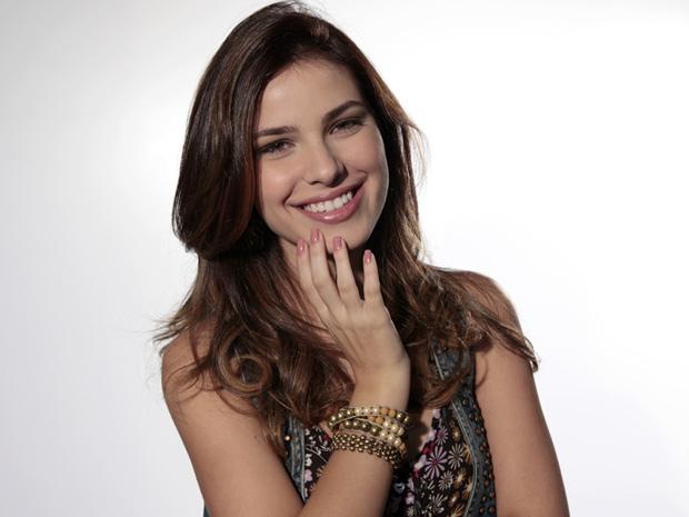 Thaís Melchior mantém as unhas compridas para interpretar a doce Cristal (Foto: Malhação / TV Globo)