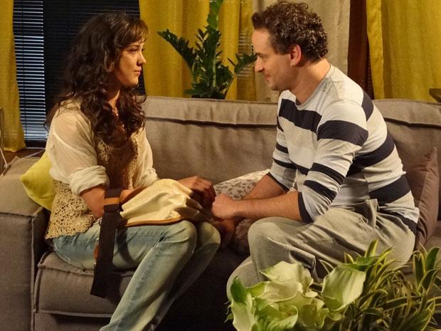 Paulo consola Patrícia e oferece quarto do hóspedes para ela passar a noite (Foto: Fina Estampa/ TV Globo)