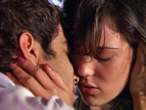 Confusa, a filha de Tereza Cristina diz que não vai voltar para o ex-namorado (Foto: Fina Estampa/ TV Globo)