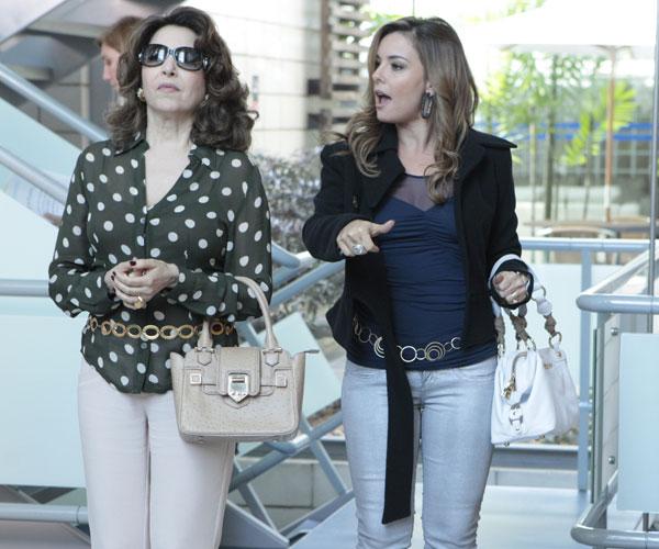 Vivi Mourão entende de etiqueta e vai ajudar Cris a se vestir como rica. Veja os acessórios da personal stylist...