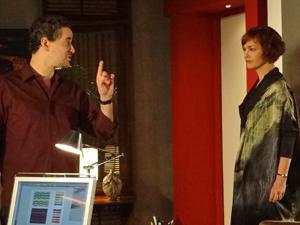 Paulo é irônico com a mulher (Foto: Fina Estampa/TV Globo)