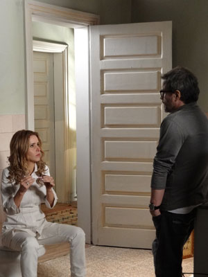 Celina fica arrasada com o resultado do exame de gravidez (Foto: A Vida da Gente - Tv Globo)