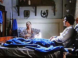 Joselito conta para Iara que viu sua mãe (Foto: Aquele Beijo/TV Globo)
