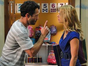 Quinzé discute com Teodora (Foto: Fina Estampa / TV Globo)