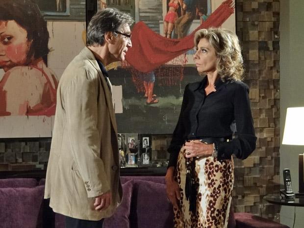Alberto alerta que Maruschka está colocando em risco o casamento e a sociedade (Foto: Aquele Beijo/TV Globo)