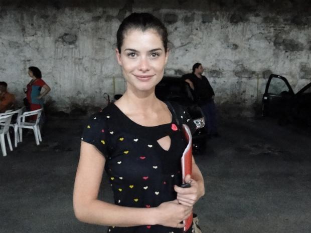 Alinne Moraes chega para a gravação (Foto: OAstro/TVGlobo)