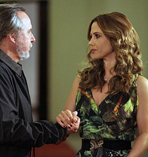 Amin atrai Beatriz para armadilha de Samir (OAstro/TVGlobo)