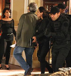 Investigadores invadem mansão dos Hayalla (OAstro/TVGlobo)