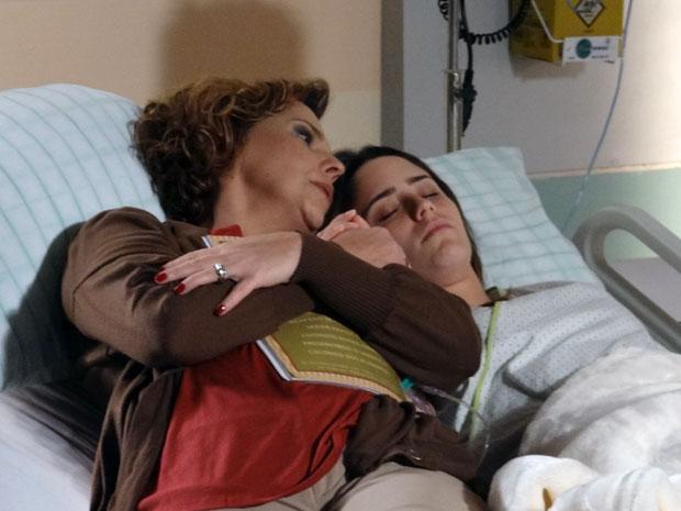 Eva promete a Ana que vai cuidar dela e não deixará ninguém prejudicá-la (Foto: A Vida da Gente - Tv Globo)