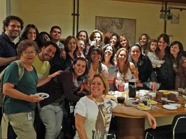 Ana Beatriz Nogueira em festa surpresa de aniversário (Foto: A Vida da Gente/TV Globo)