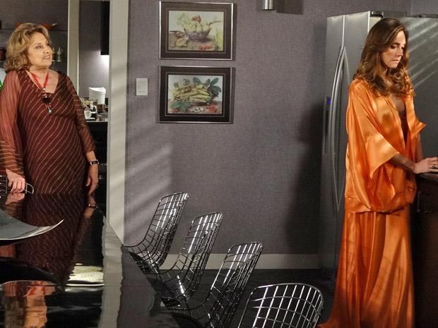Íris provoca Tereza Cristina mais uma vez (Foto: Fina Estampa/TV Globo)