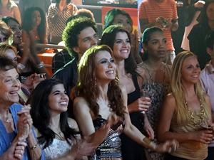 Laura, Lili, Márcio e Das Dores se divertem na plateia (Foto: O Astro / TV Globo)