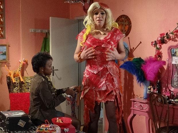 Marisol é responsável pelo vestido de Ana Girafa (Foto: Aquele Beijo/TV Globo)
