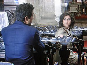 Claudia diz para Vicente esquecer Lucena (Foto: Aquele Beijo/TV Globo)