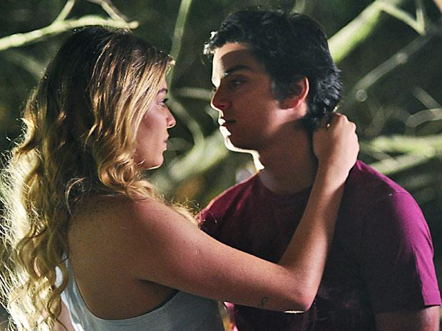 Nanda e Leandro curtem noite de lua para namorar (Foto: Fina Estampa/ TV Globo)