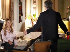 Celina fica arrasada com o desvio de caráter do marido (Foto: A Vida da Gente - Tv Globo)