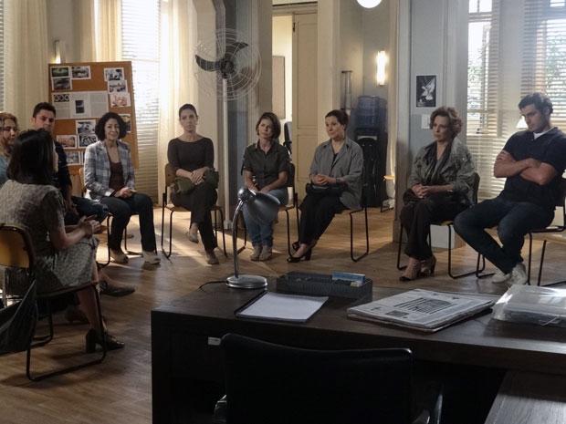 Eva participa de grupo de apoio e detesta a experiência (Foto: A Vida da Gente - Tv Globo)