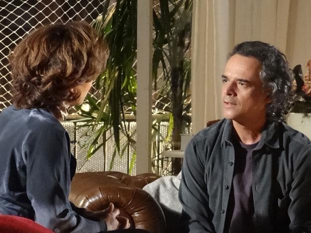 Marcos descobre que Vitória escondeu a maternidade de Alice (Foto: A Vida da Gente - Tv Globo)