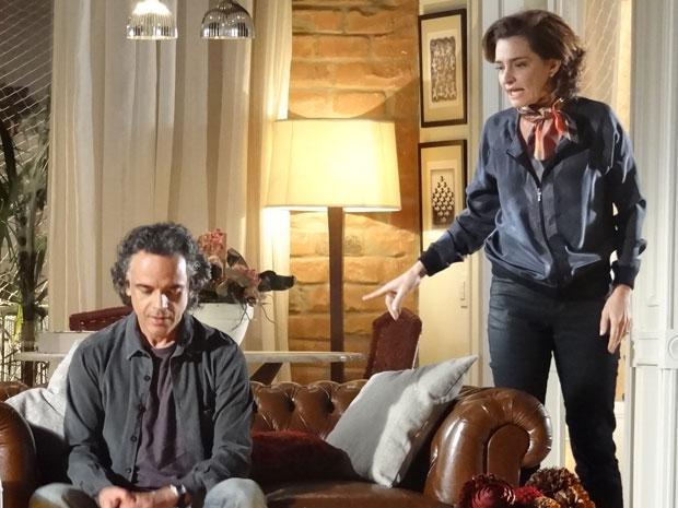 Vitória não se conforma e percebe que Marcos quer ficar com Vitória (Foto: A Vida da Gente - Tv Globo)