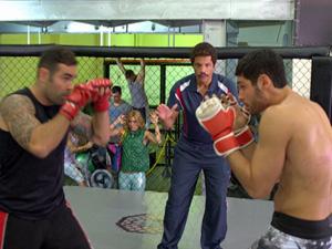 Wallace treina com novo ténico Seu Caxias (Foto: Fina Estampa/ TV Globo)