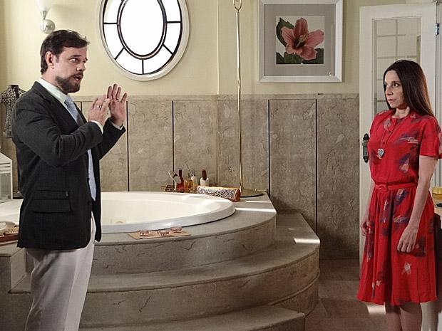 Felizardo diz para Damiana ter cuidado com a vida na cidade grande (Foto: Aquele Beijo/TV Globo)