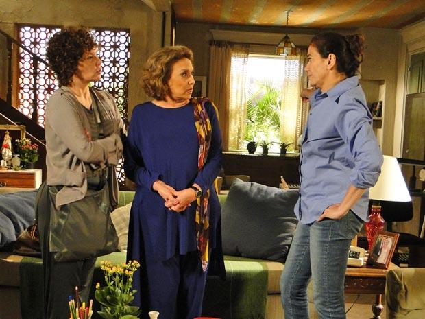 Griselda não cai no papo furado de Íris  (Foto: Fina Estampa/TV Globo)