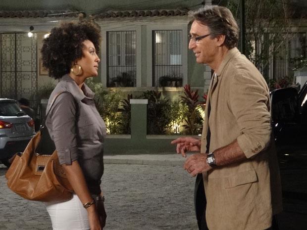 Sarita pede para Alberto não a procurar mais (Foto: Aquele Beijo/TV Globo)
