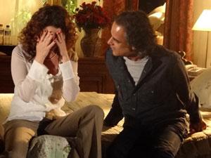 Dora pede para terminar o casamento antes de assumir relação (Foto: A Vida da Gente - Tv Globo)