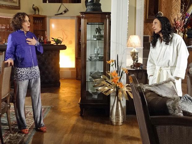 Raíssa surpreende Locanda com desconfiança sobre Damiana (Foto: Aquele Beijo/TV Globo)