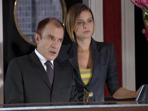 Severino diz a Vanessa que ela é perigosa (Foto: Fina Estampa/TV Globo)