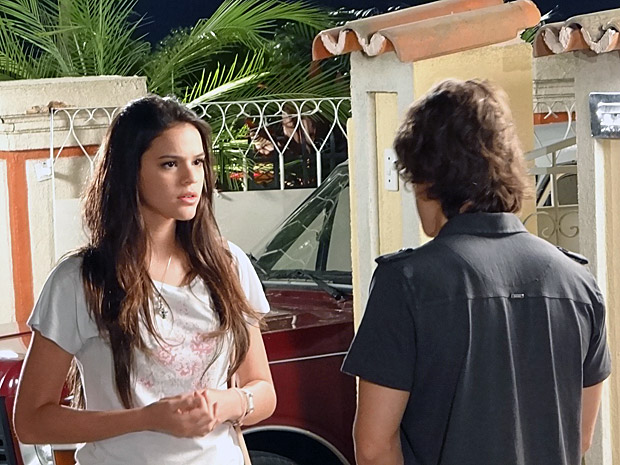 Belezinha não entende porque Orlandinho não pode mais dar aulas para ela (Foto: Aquele Beijo/TV Globo)