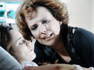 Eva não deixa Ana em paz e diz que Manu é uma sonsa (Foto: A Vida da Gente - Tv Globo)