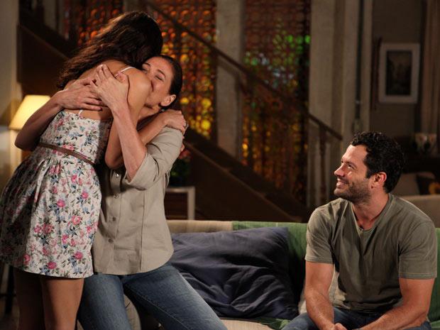 Amália se emociona com a decisão da mãe (Foto: Fina Estampa/ TV Globo)