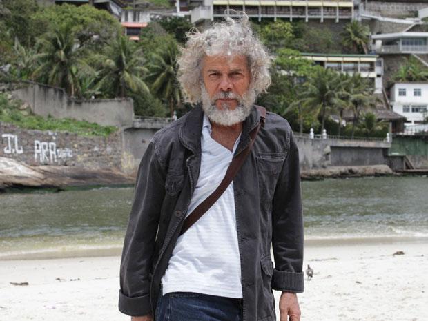 O ator em um intervalo de gravação (Foto: Fina Estampa/TV Globo)