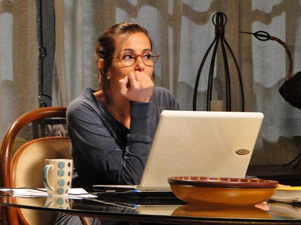Letícia promete pensar na possibilidade de um encontro  (Foto: Fina Estampa/TV Globo)