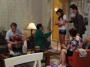 Ziggy pede a mão de Natália (Foto: Malhação/TV Globo)