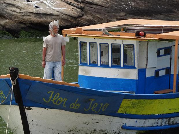 Pereirinha chega no Flor do Tejo e deixa todos espantados (Foto: Fina Estampa/TV Globo)