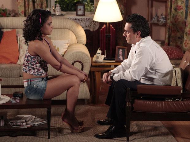 Baltazar decide ser empresário de Solange e apoiá-la na carreira artística (Foto: Fina Estampa/TV Globo)