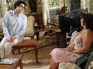 Iara conversa com Joselito (Foto: Aquele Beijo/TV Globo)