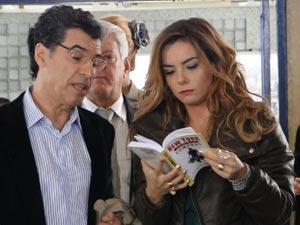 Cris planeja comprar o enxoval completo do bebê durante a viagem (Foto: A Vida da Gente/TV Globo)