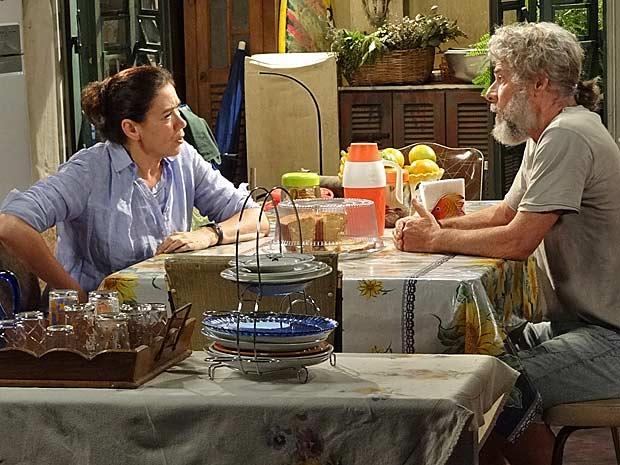 Pereirinha pede para ir morar com Griselda, mas ela nega (Foto: Fina Estampa / TV Globo)