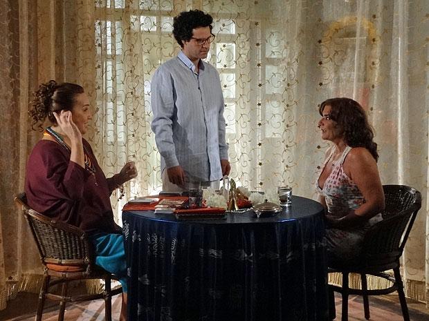 Joselito perde seus poderes diante de Amália (Foto: Aquele Beijo/TV Globo)