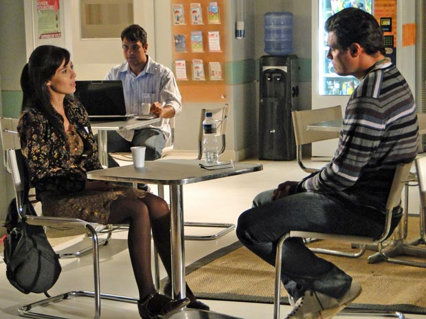 Manu conversa com Lúcio sobre sua saída (Foto: A Vida da Gente / TV Globo)