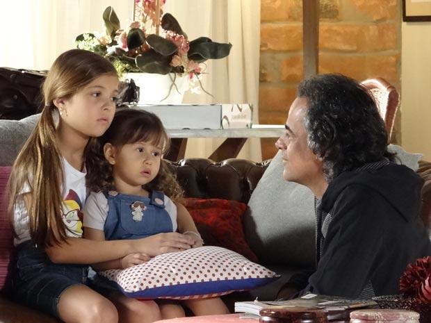 As filhas de Marcos ficam preocupadas com a separação do casal (Foto: A Vida da Gente/TV Globo)
