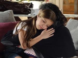 Inconformada, Sofia pede para morar com o pai (Foto: A Vida da Gente/TV Globo)