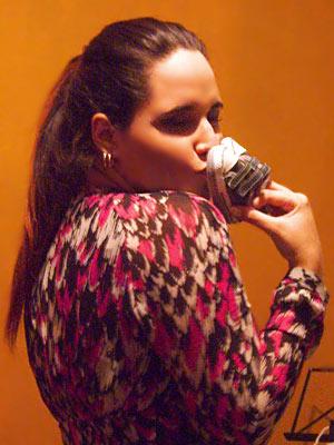 Ela canta músicas românticas para o filho na barriga (Foto: Fina Estampa/TV Globo)