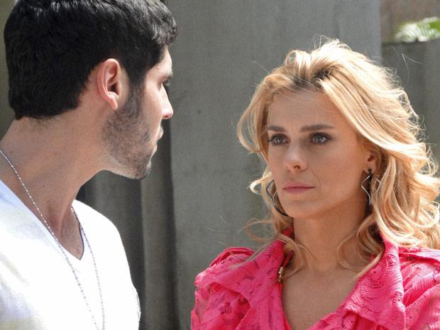 Teodora se emociona ao ver Quinzinho mais uma vez (Foto: Fina Estampa/TV Globo)