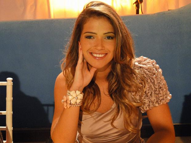 Fani e Sidney Sampaio gravam participações em concurso de Belezinha (Bruna Marquezine) (Foto: Aquele Beijo/TV Globo)