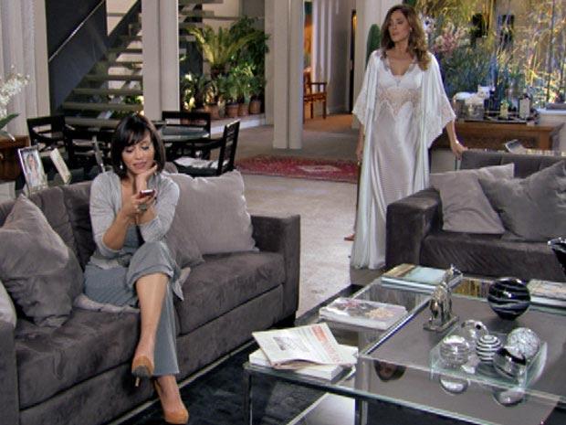 Marcela insulta Tereza Cristina dentro da mansão dos Velmonts (Foto: Fina Estampa/ TV Globo)