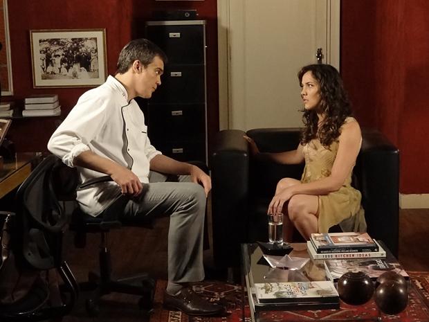 Renê ordena que Patrícia conte sobre gravidez para Tereza Cristina (Foto: Fina Estampa / TV Globo)